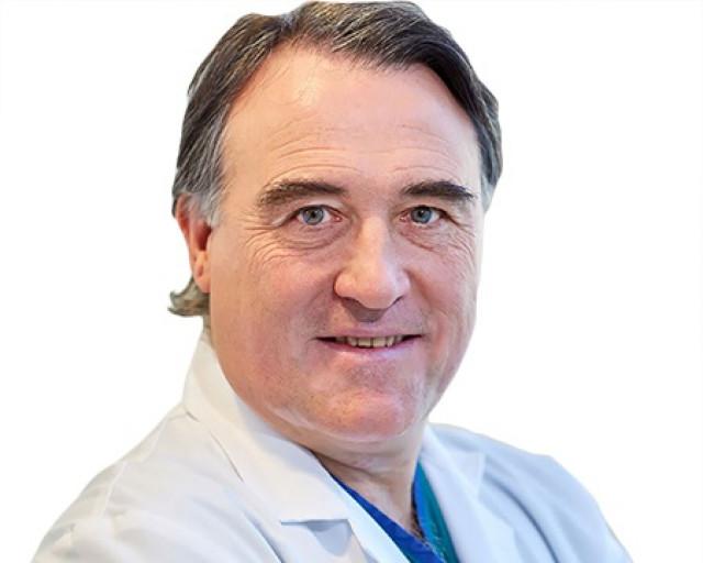 Licenciado en Medicina y Cirugía por la Universidad de Navarra en 1983.